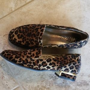 Leopard print flat, like new size 6